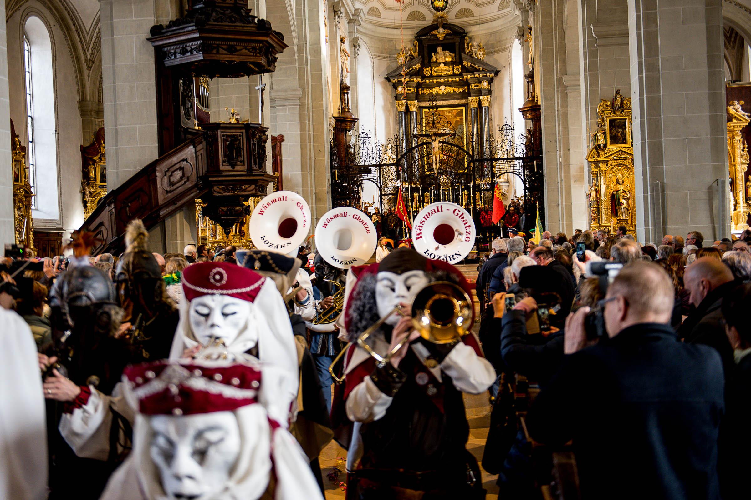 Lätt Göggu übergeben -- Chatzemusig - 70 Johr -- 2 Gugger-Mässen am Sonntag